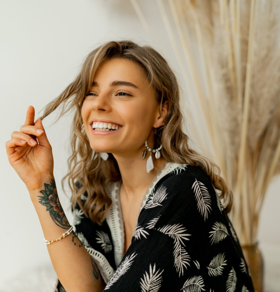 woman with perfect smile in stylish boho autfit.